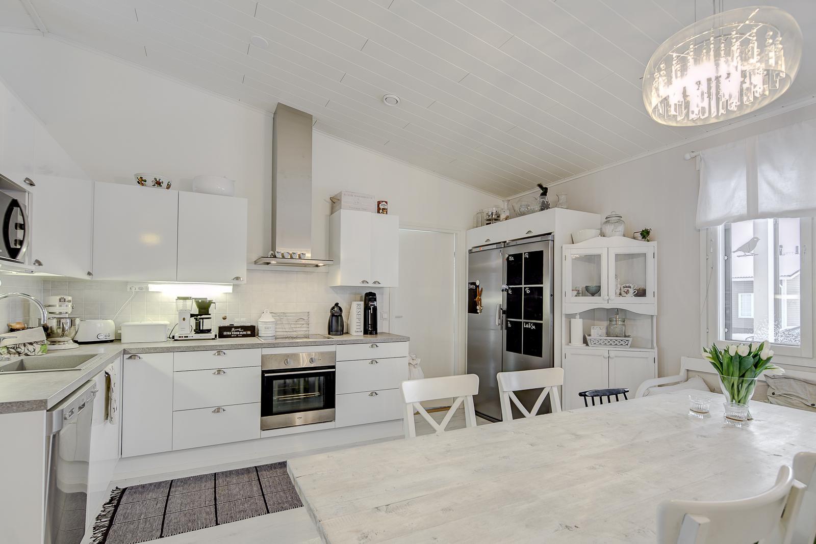 Maalaisromanttinen keittiö  Etuovi com Ideat & vinkit