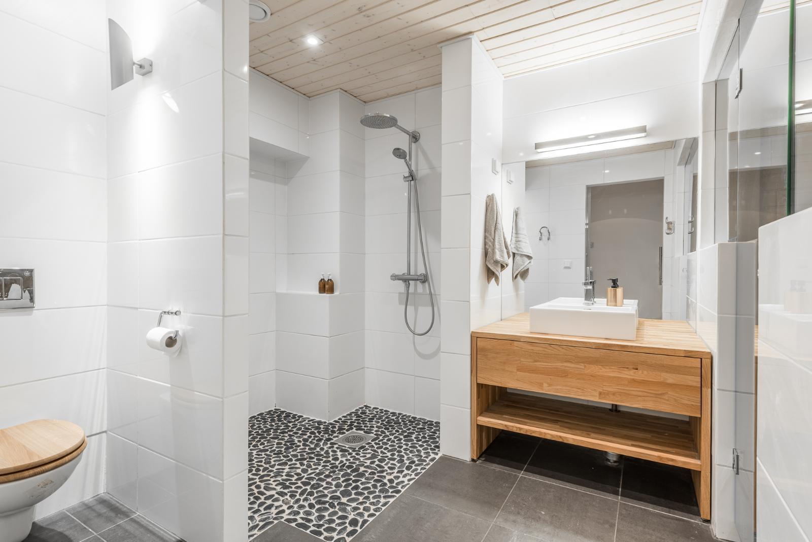 Puuta ja kiveä kylpyhuoneessa  Etuovi com Ideat & vinkit