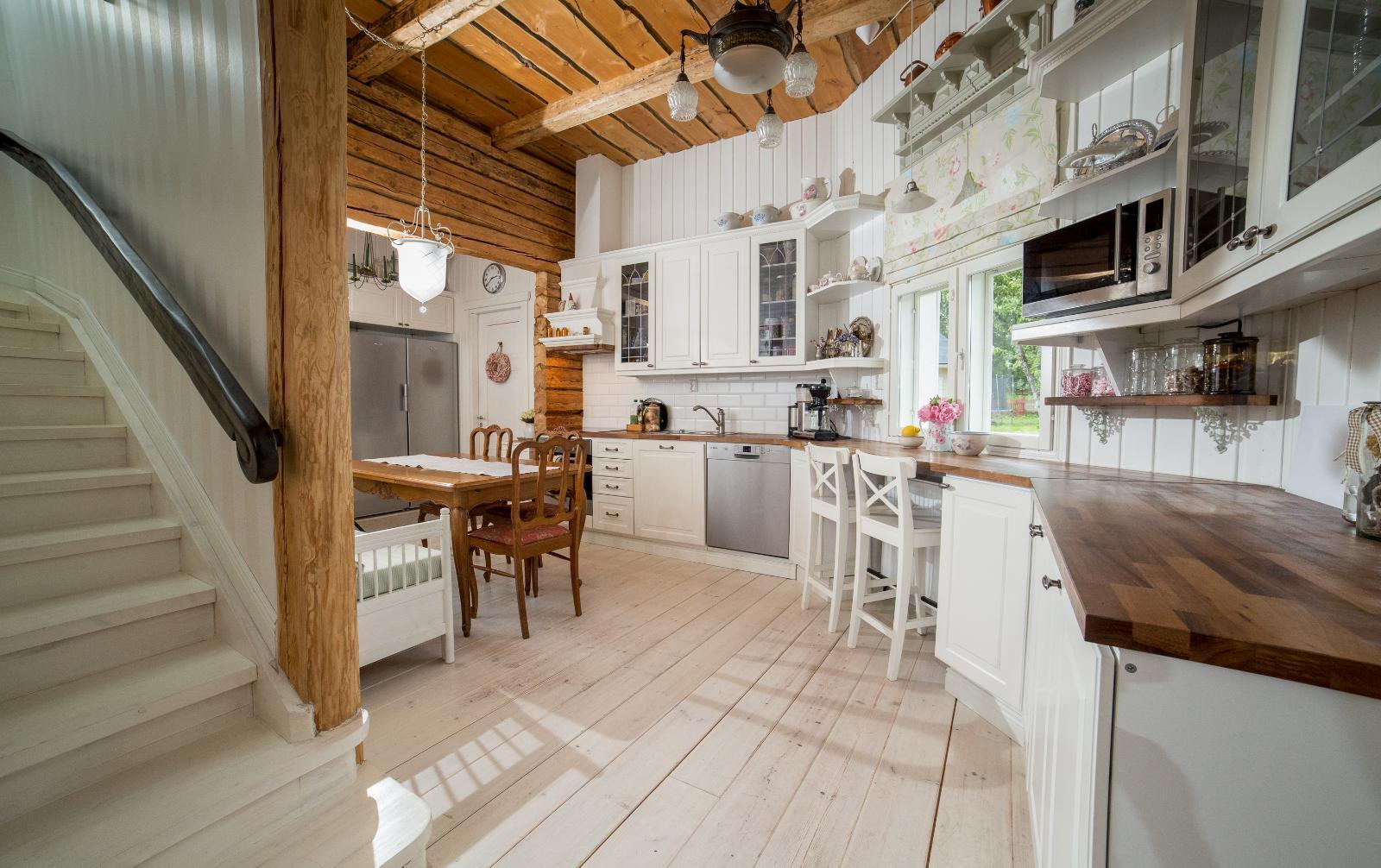 Ihastuttava maalaisromanttinen keittiö  Etuovi com Ideat & vinkit