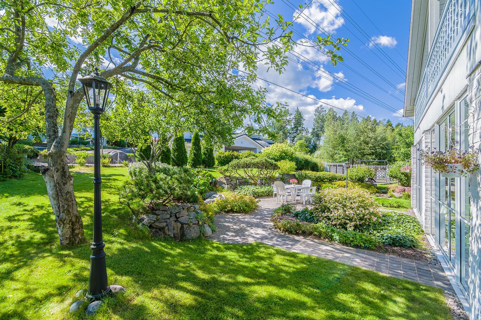 Kaunis piha ja puutarha ovat ilo silmälle  Etuovi com