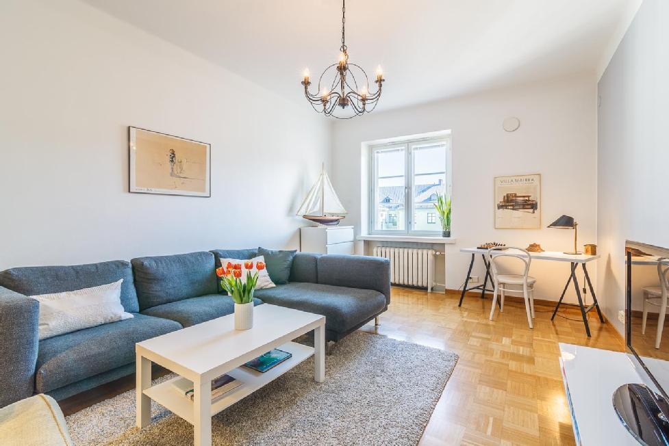 Viihtyisä olohuone ja pieni työpiste  Etuovi com Ideat & vinkit