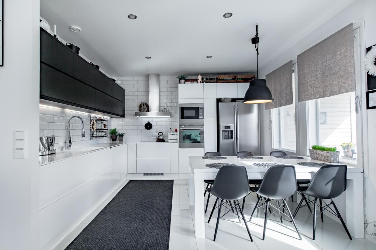 Tyylikäs mustavalkoinen keittiö  Etuovi com Ideat & vinkit