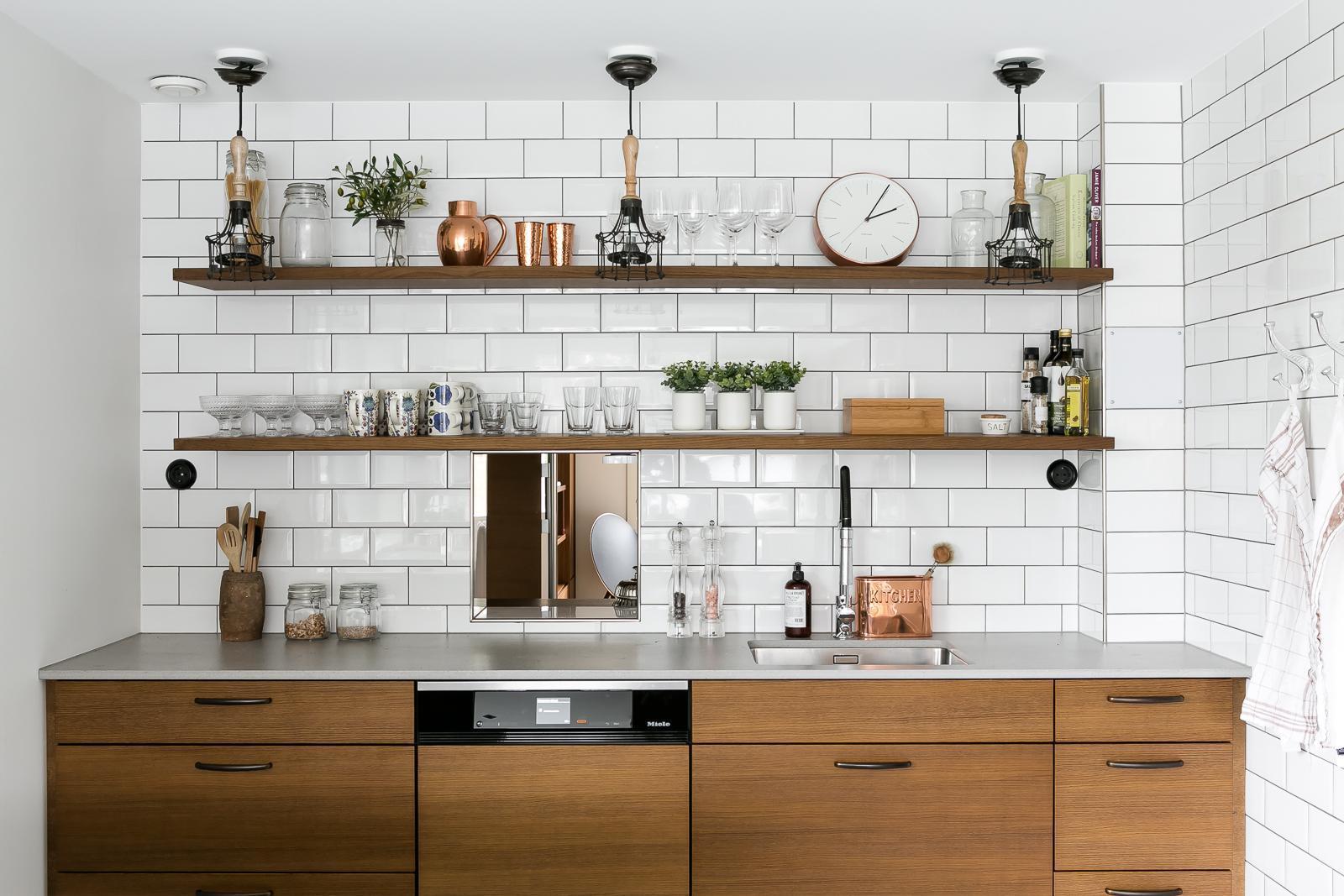keittiön välitila tiililadonta