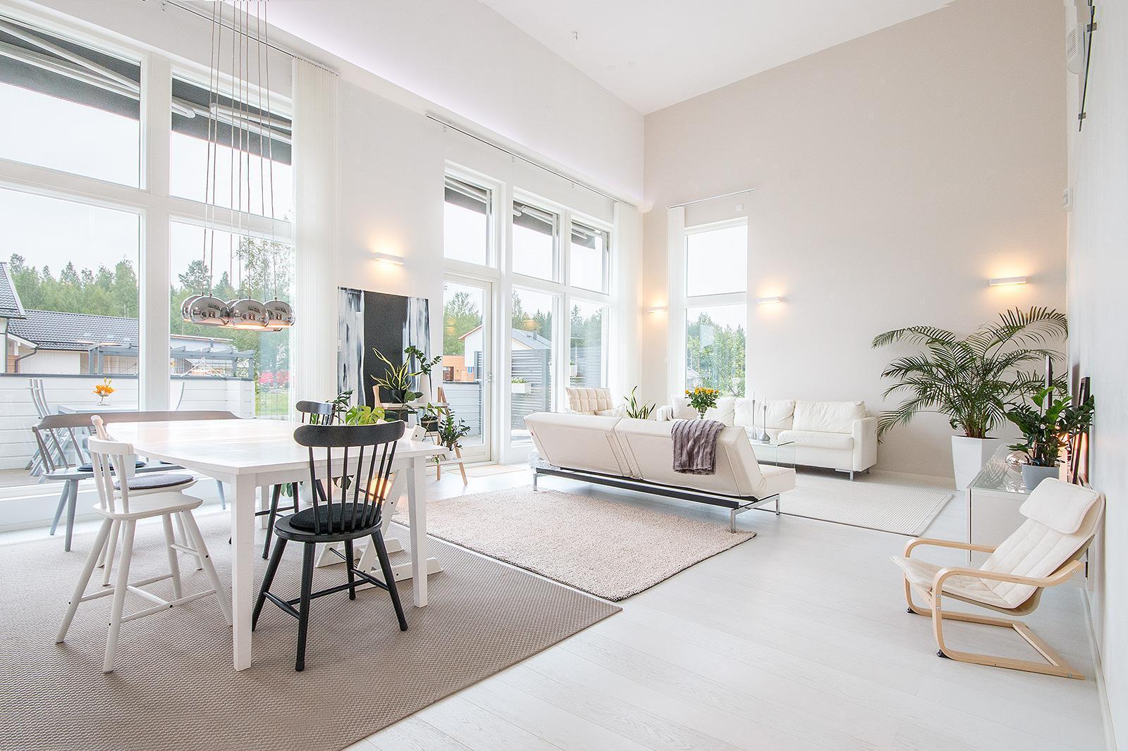Kauniisti sisustettu korkea olohuone  Etuovi com Ideat & vinkit