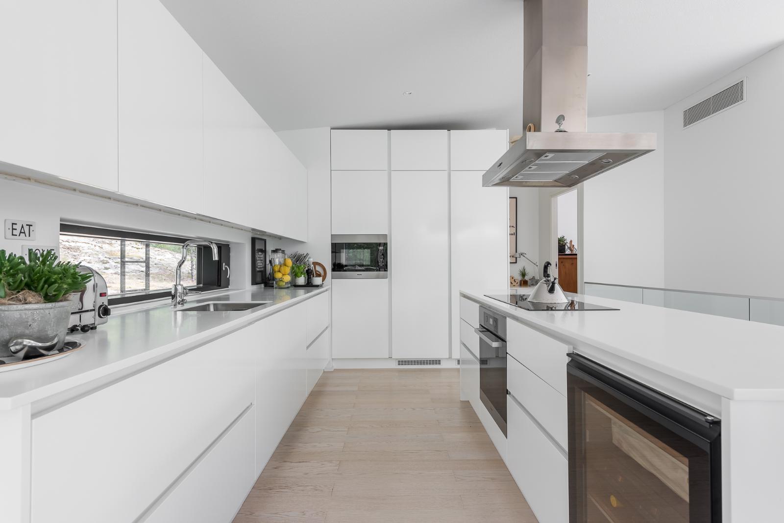 Valkoinen ja puhdaslinjainen keittiö  Etuovi com Ideat