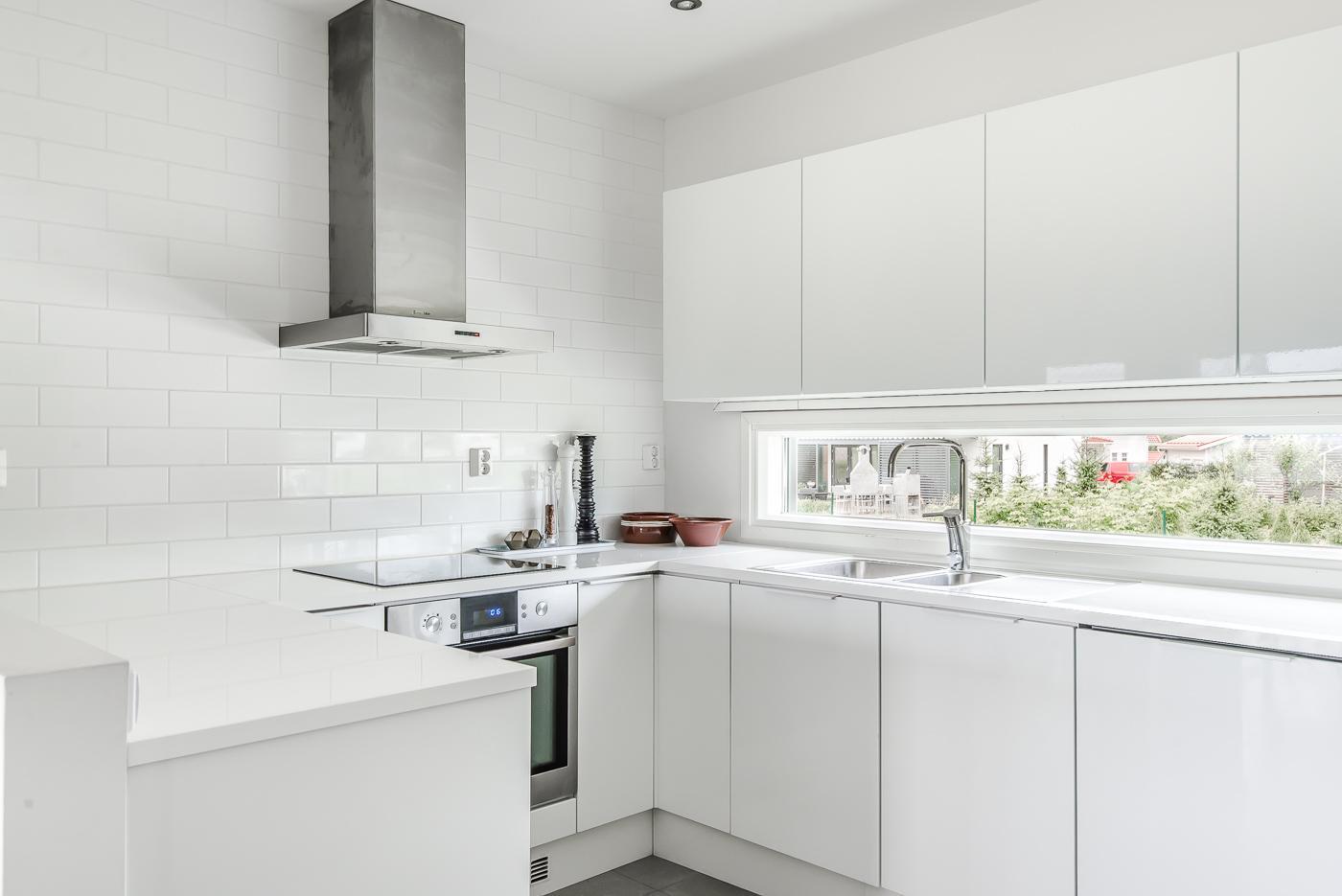 Tyylikäs ja ajaton valkoinen keittiö  Etuovi com Ideat