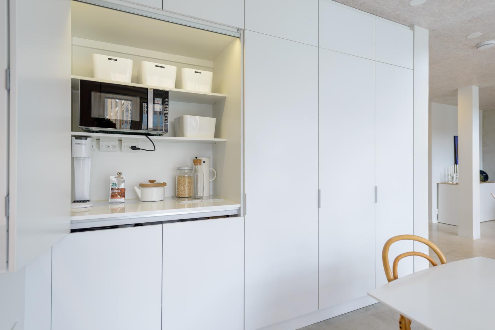 Kätevä aamiaiskaappi keittiössä  Etuovi com Ideat & vinkit