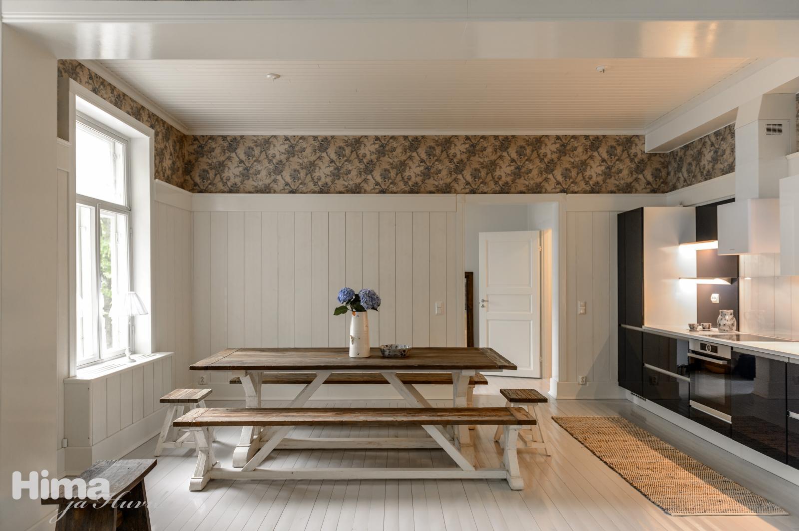 Puutalon kaunis keittiö lautalattioineen  Etuovi com Ideat & vinkit