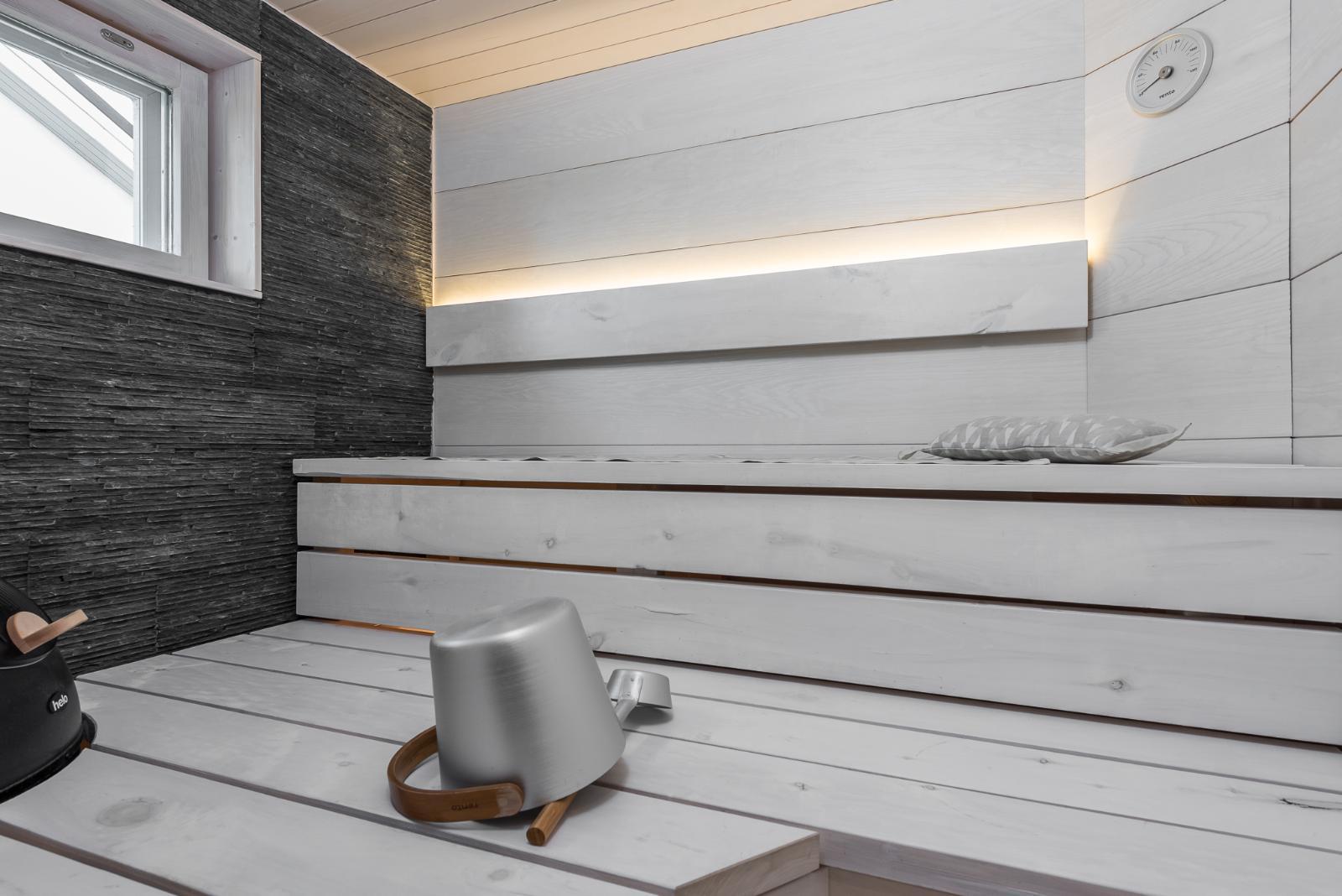 Kauniita pintamateriaaleja saunassa  Etuovi com Ideat & vinkit