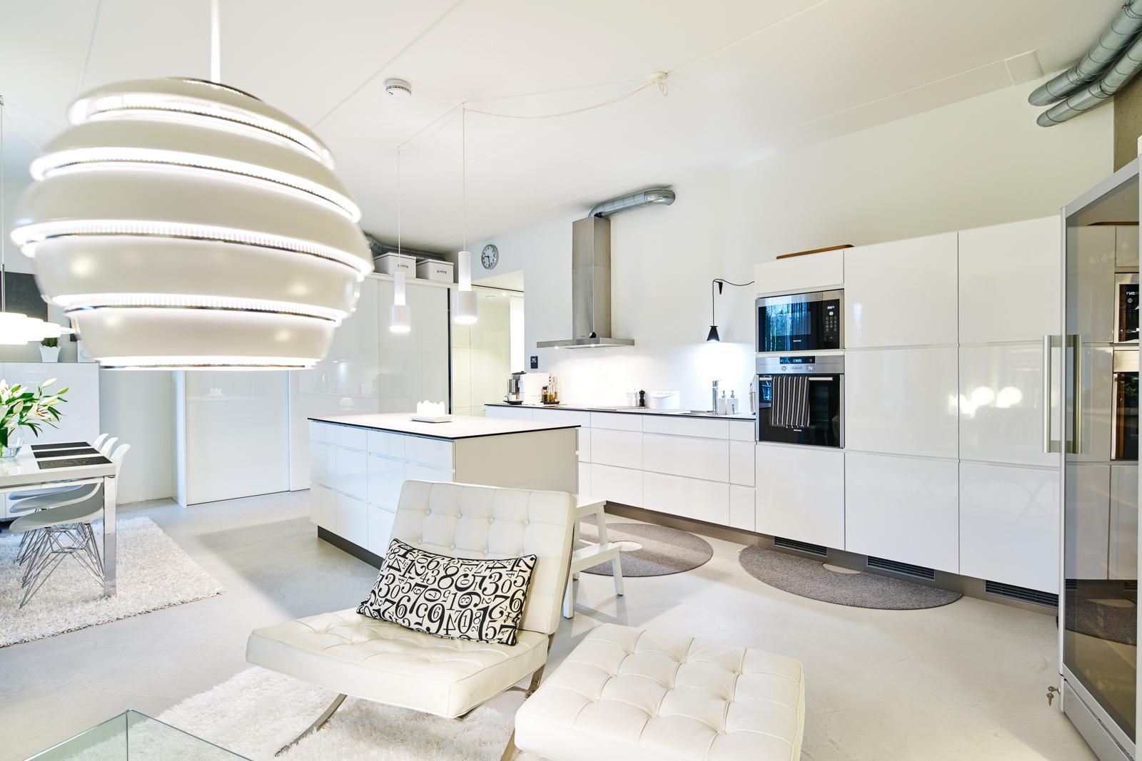 Loft asunnon valkoinen keittiö  Etuovi com Ideat & vinkit