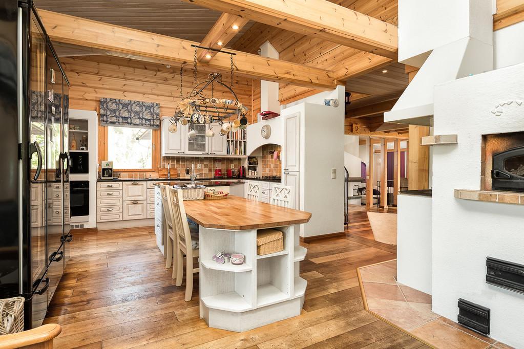 Hirsitalon tilava keittiö  Etuovi com Ideat & vinkit