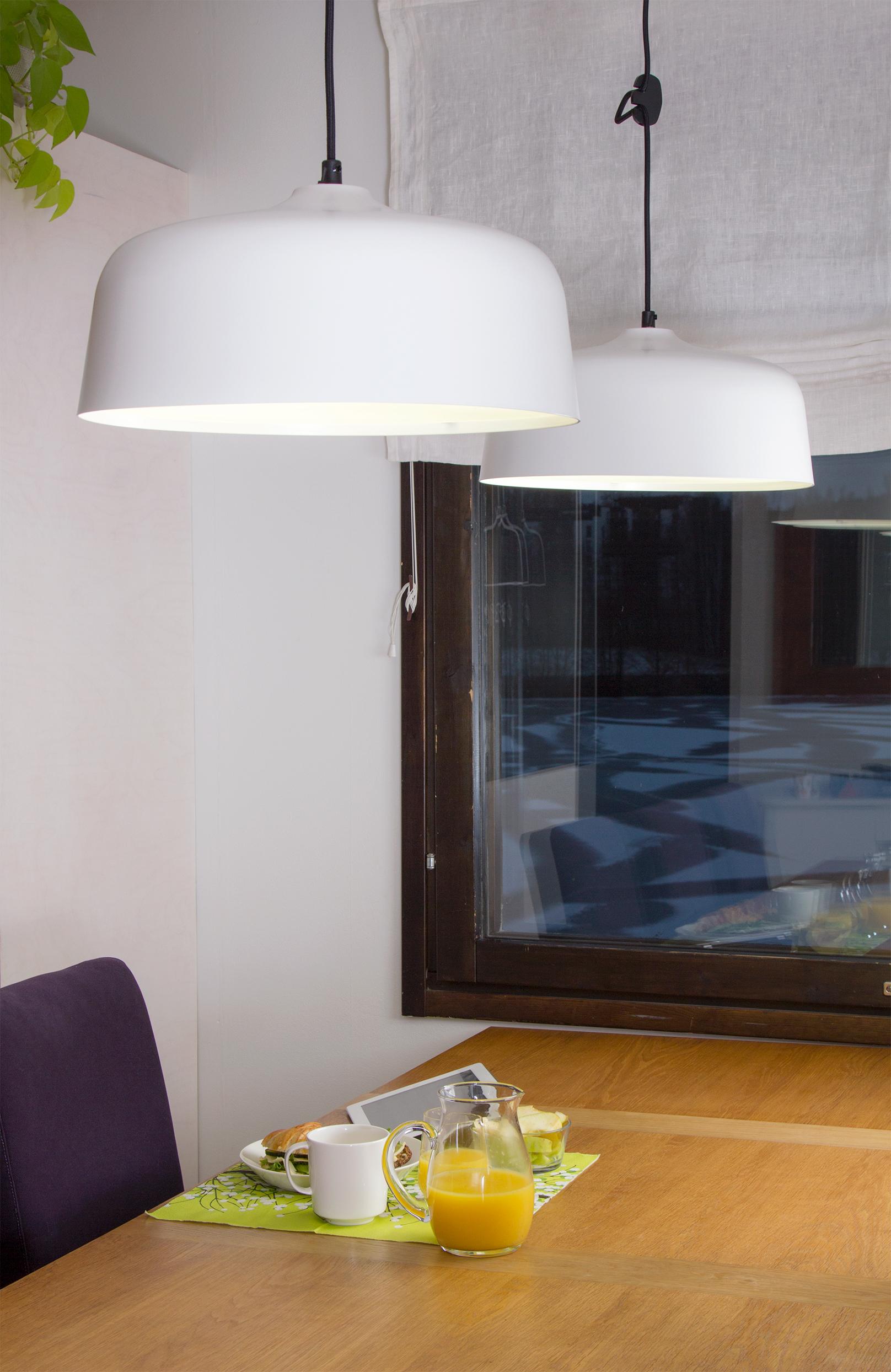 Kirkasvalolamppu jossa on kaunis valo