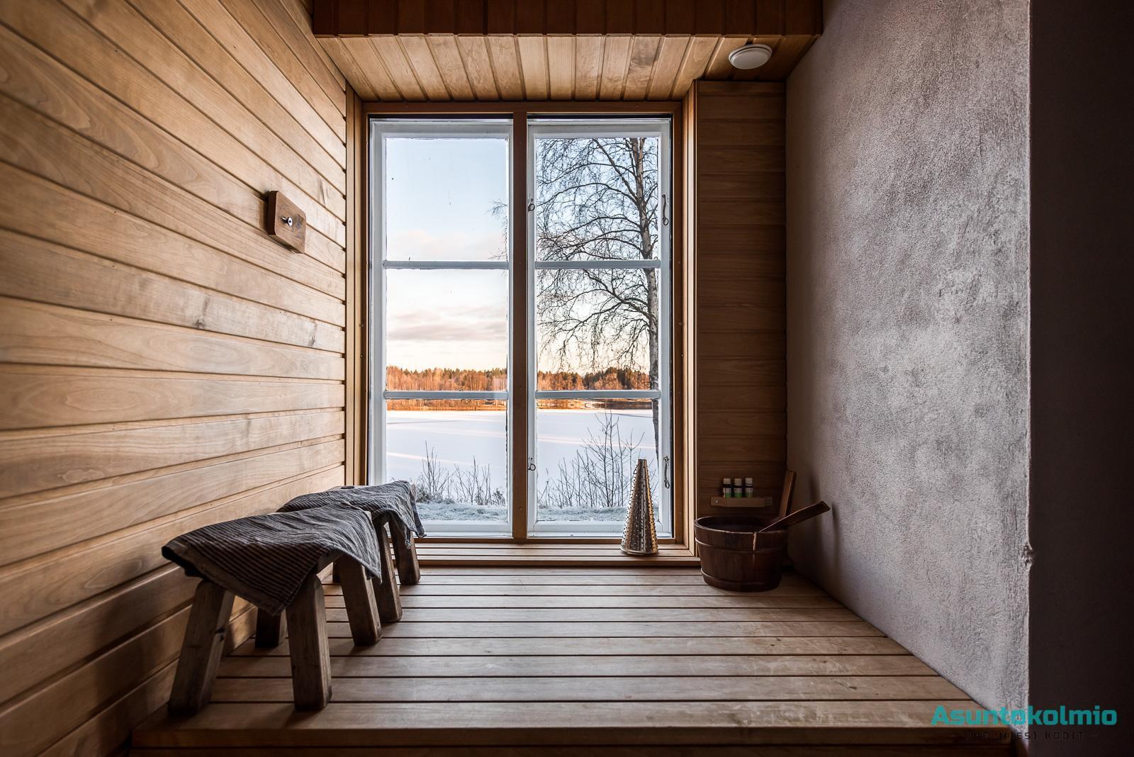 Saunan isosta ikkunasta voi ihastella upeita jokimaisemia  Etuovi com Ideat