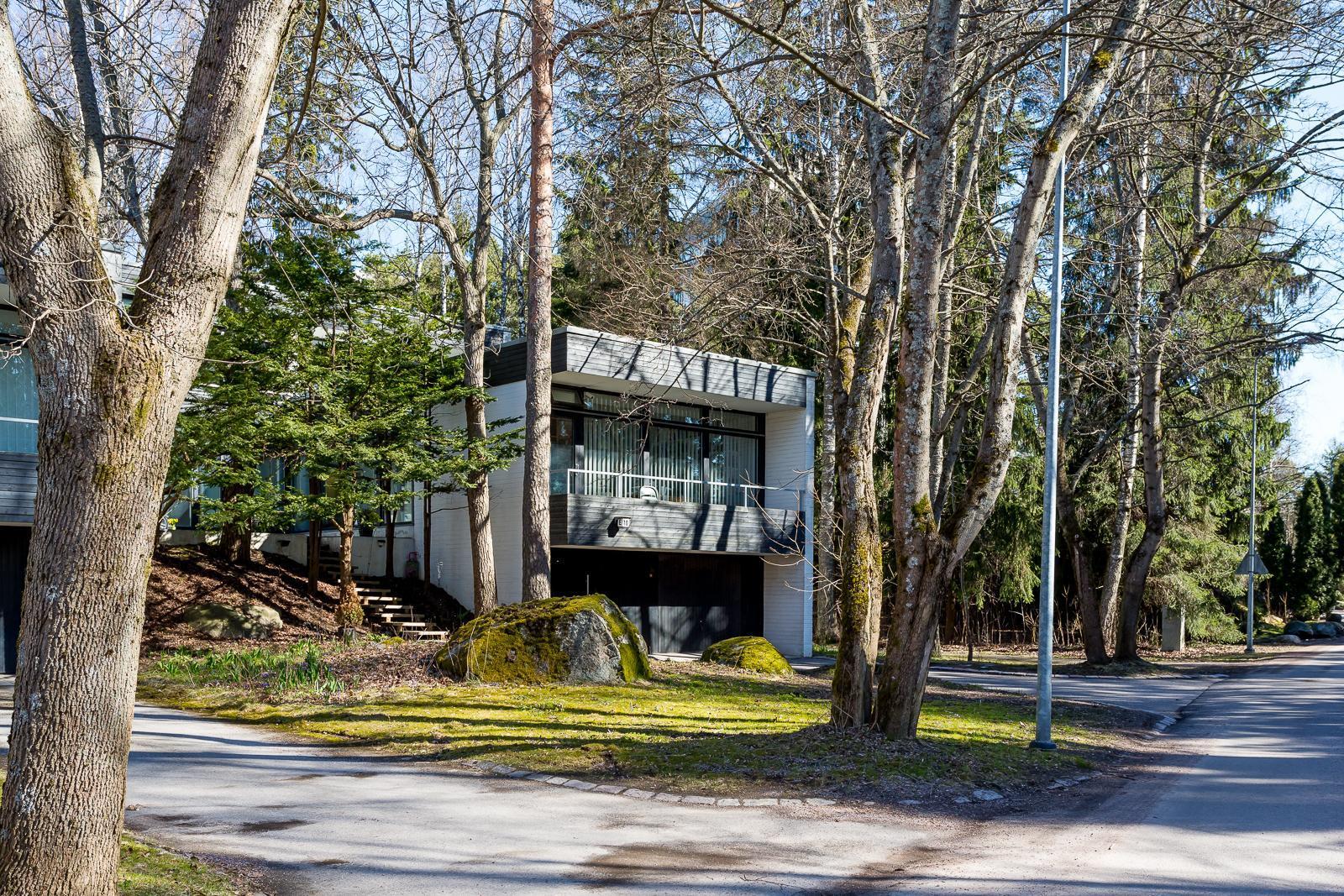 tyypillistä 50-luvun arkkitehtuuria Tapiolassa