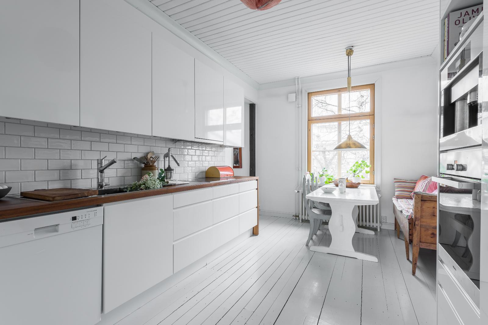 Uusi ja vanha kohtaavat puutalon keittiössä  Etuovi com Ideat & vinkit