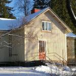 Maatilan remonttilöytöjä: upea lankkusisäkatto ja 10 pötköä dynamiittia