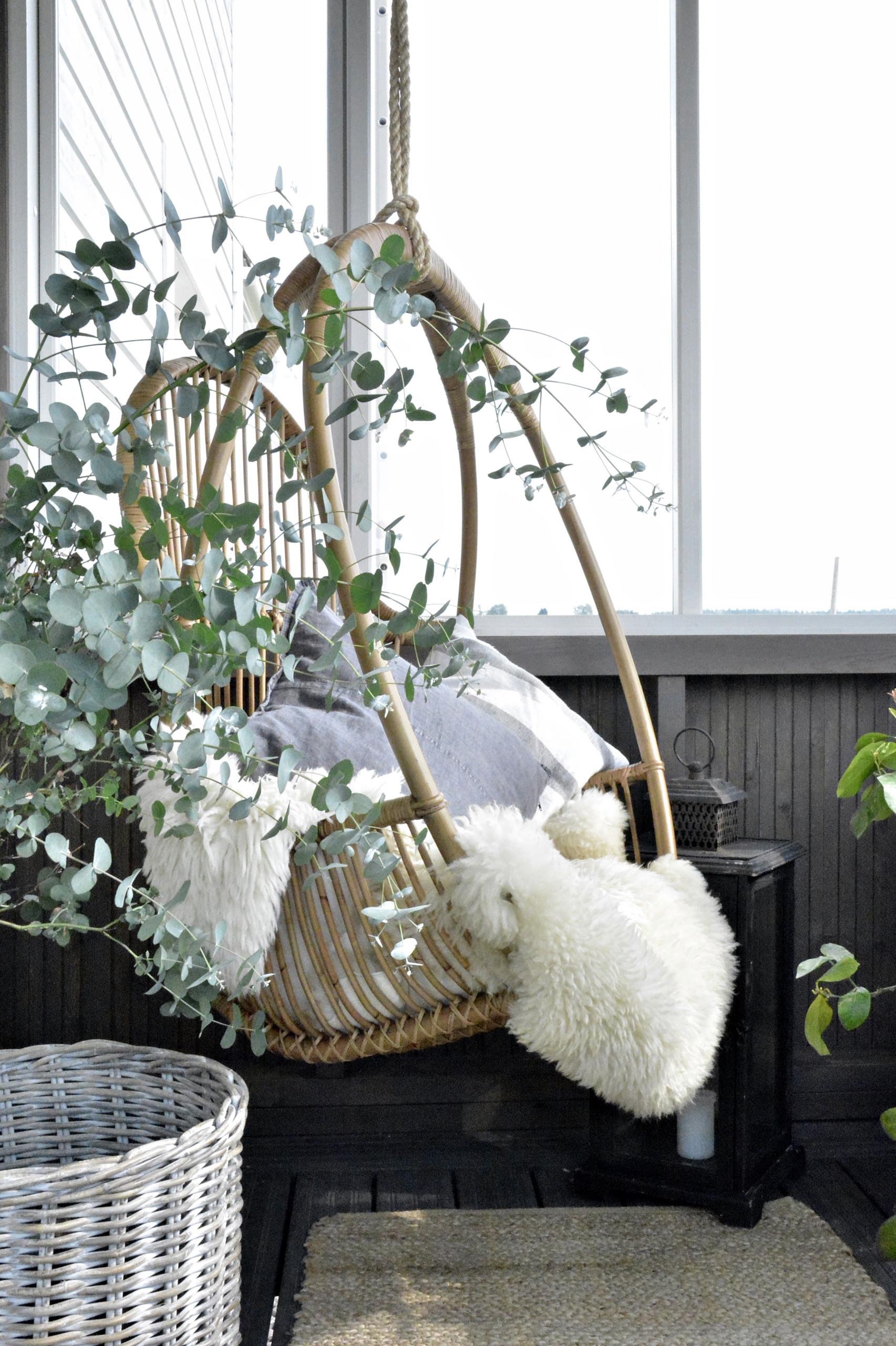 riipputuoli verannalla