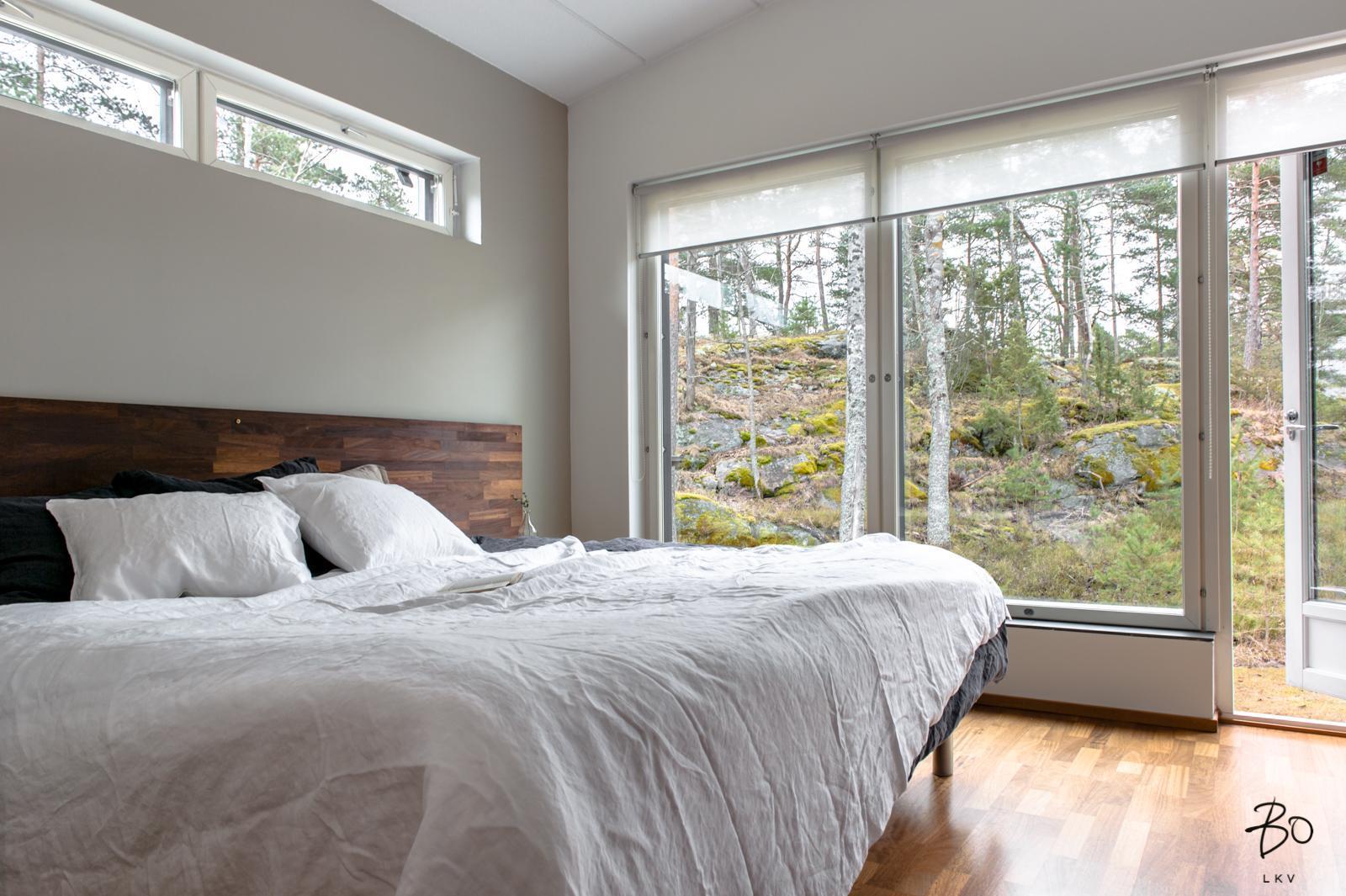 valkoinen moderni sisustus makuuhuoneessa