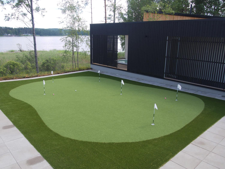 golfkenttä pihalla kohteessa talo vahvaselkä, pihaistutukset
