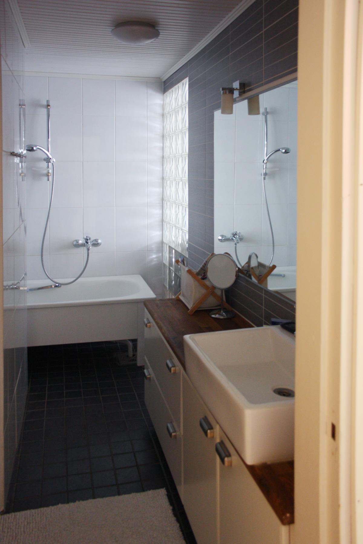 Rintamamiestalon remontti - valmis yläkerran kylpyhuone