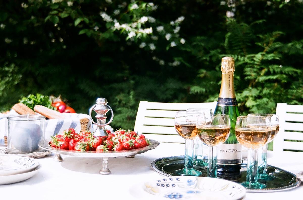 Katettu puutarhapöytä