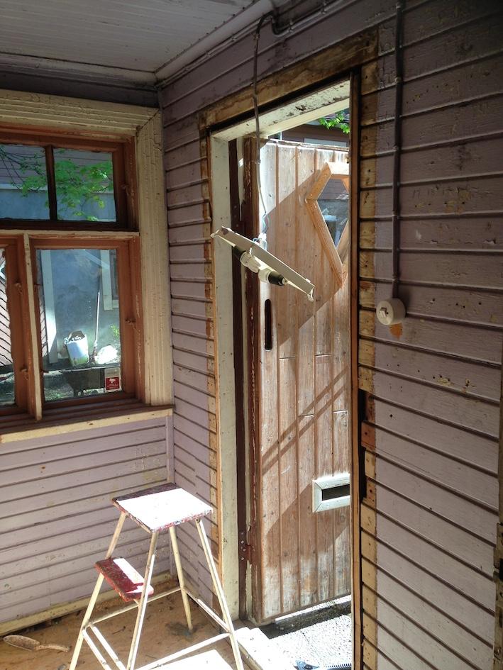 Oven karmit täytyy käsitellä erikseen. Nyt rempataan vanhaa säästäen...