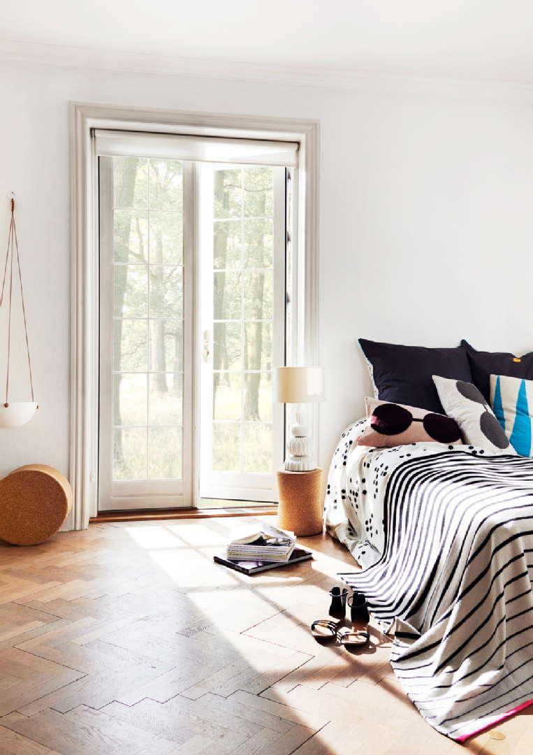 Makuuhuoneen sisustus: Room21.fi OyOy Bardell tyyny ja black/white viltti