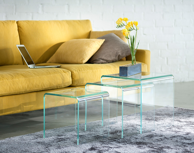 Isku: lasinen sarjapöytä Air
