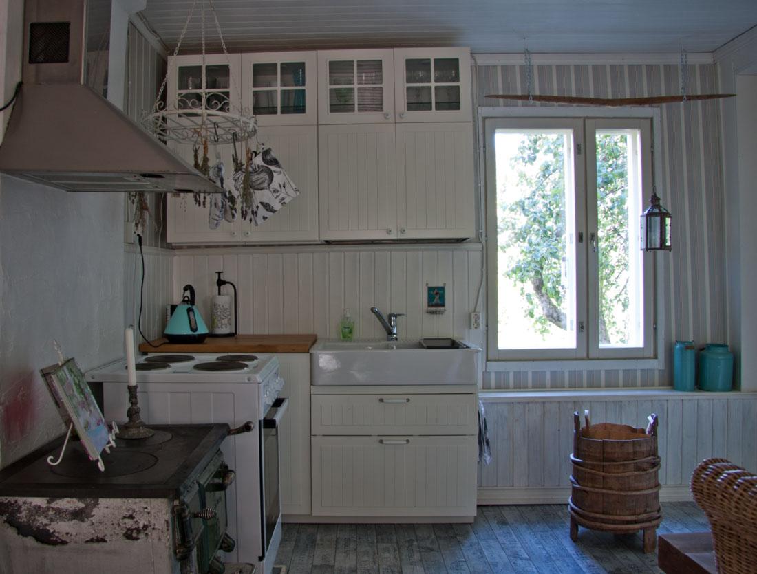 Pieni talo - keittiön kaapit