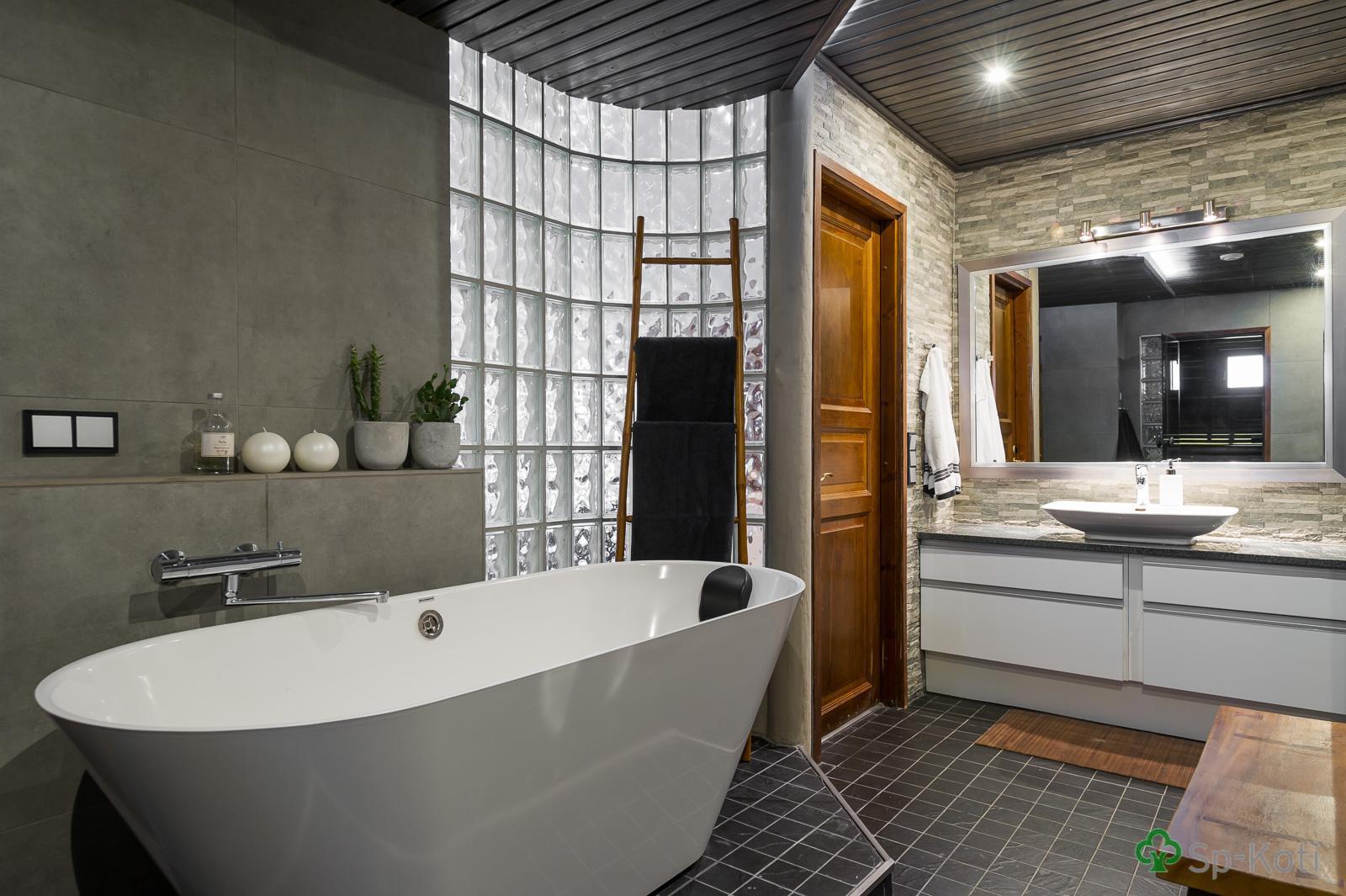 Moderni kylpyhuone 9589297  Etuovi com Ideat & vinkit