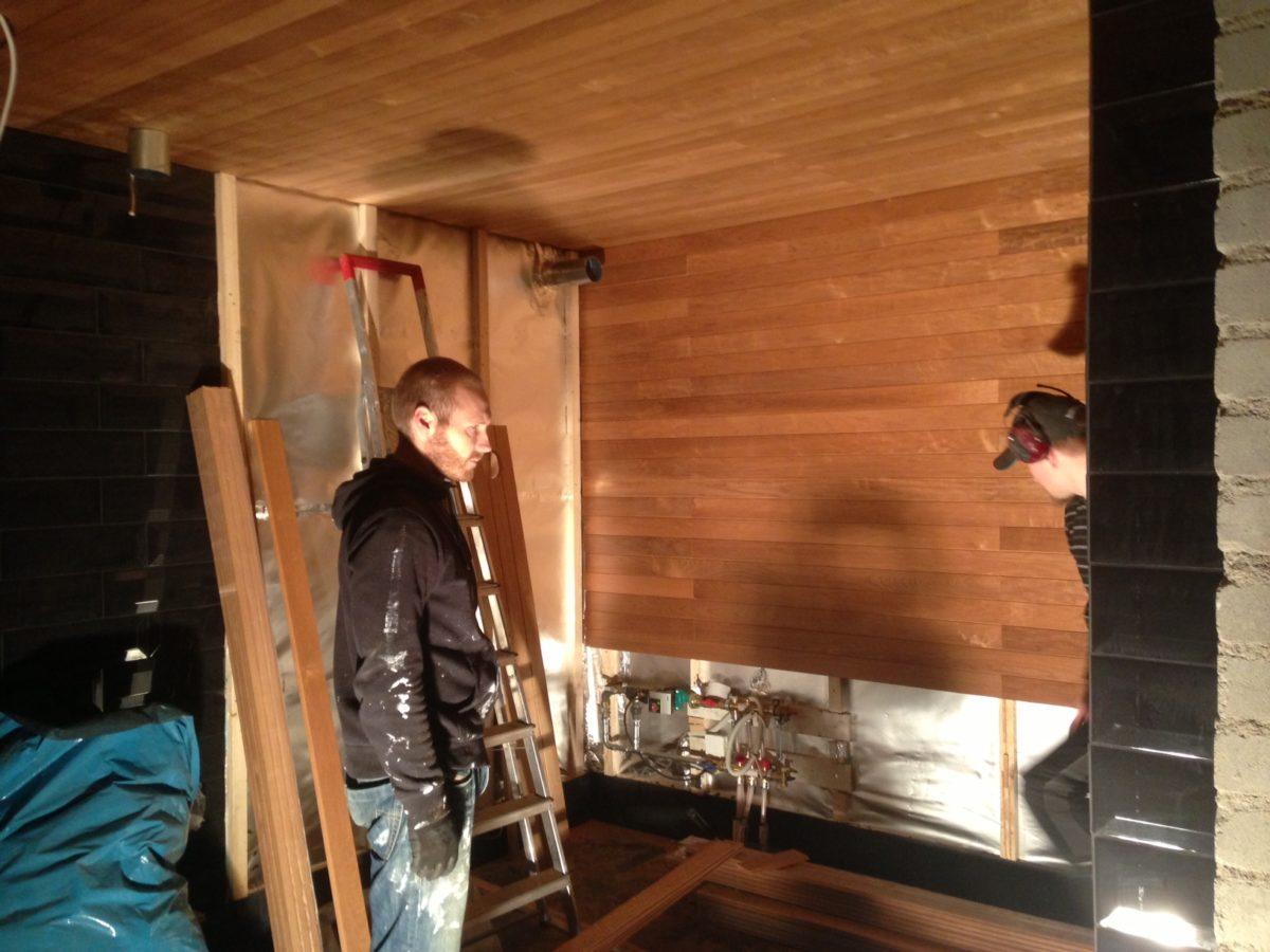 saunan remontti - tonttu ja työmies