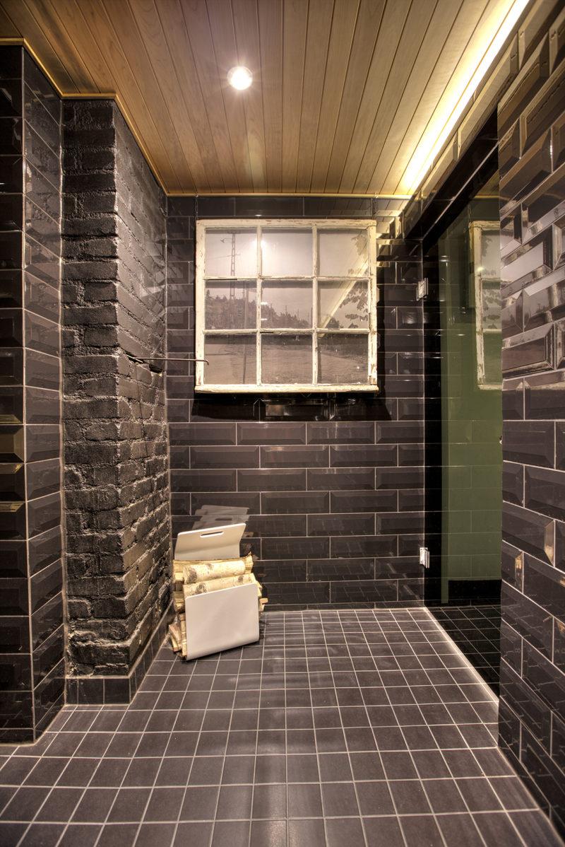 saunan remontti - ikkuna Pispala kuvalla