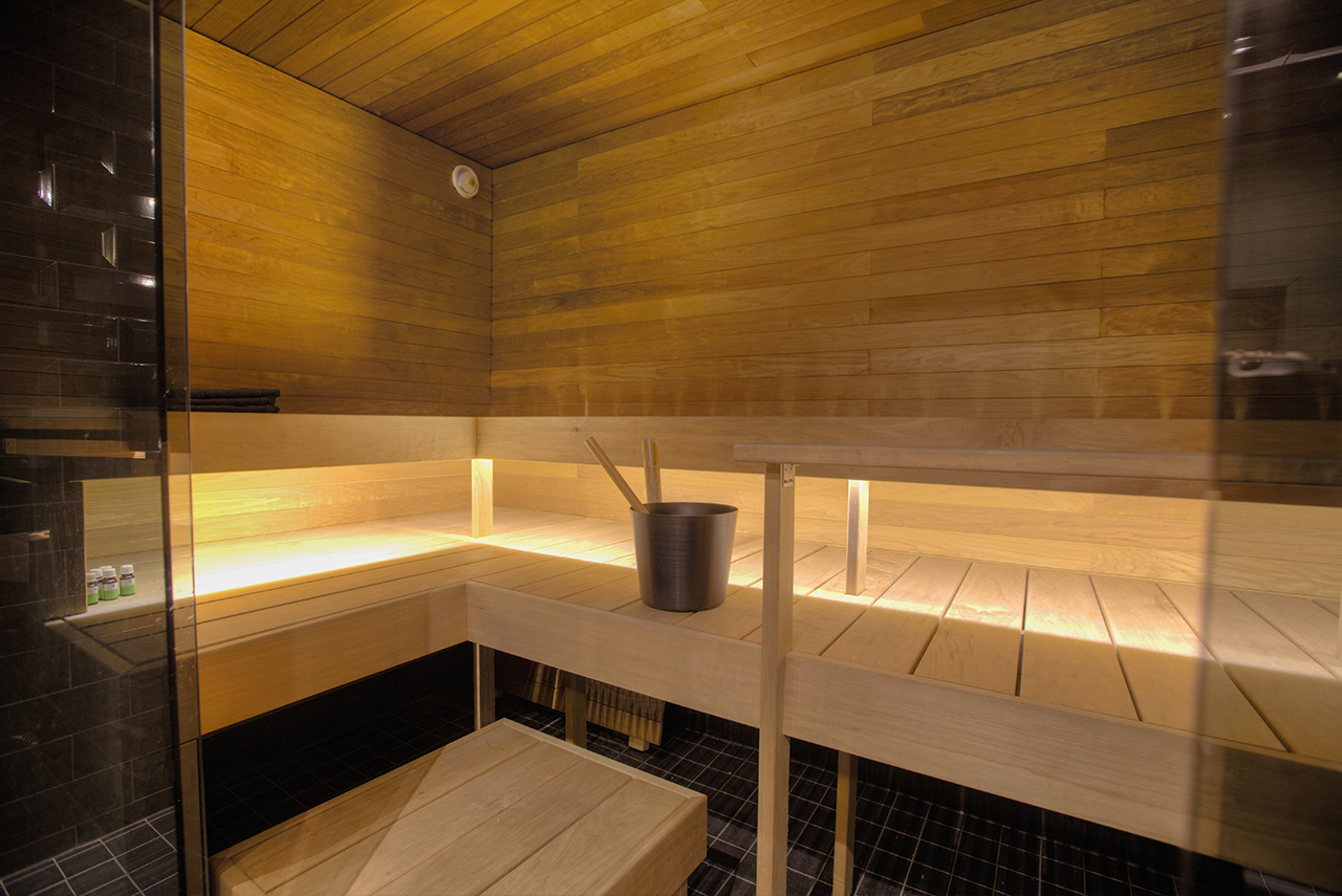 saunan remontti - kylpyhuone yhtenäistä tilaa