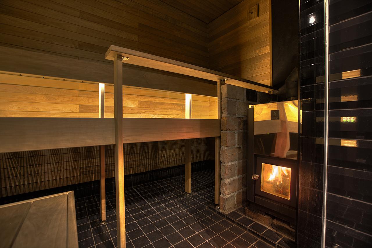 saunan remontti - tumma sauna