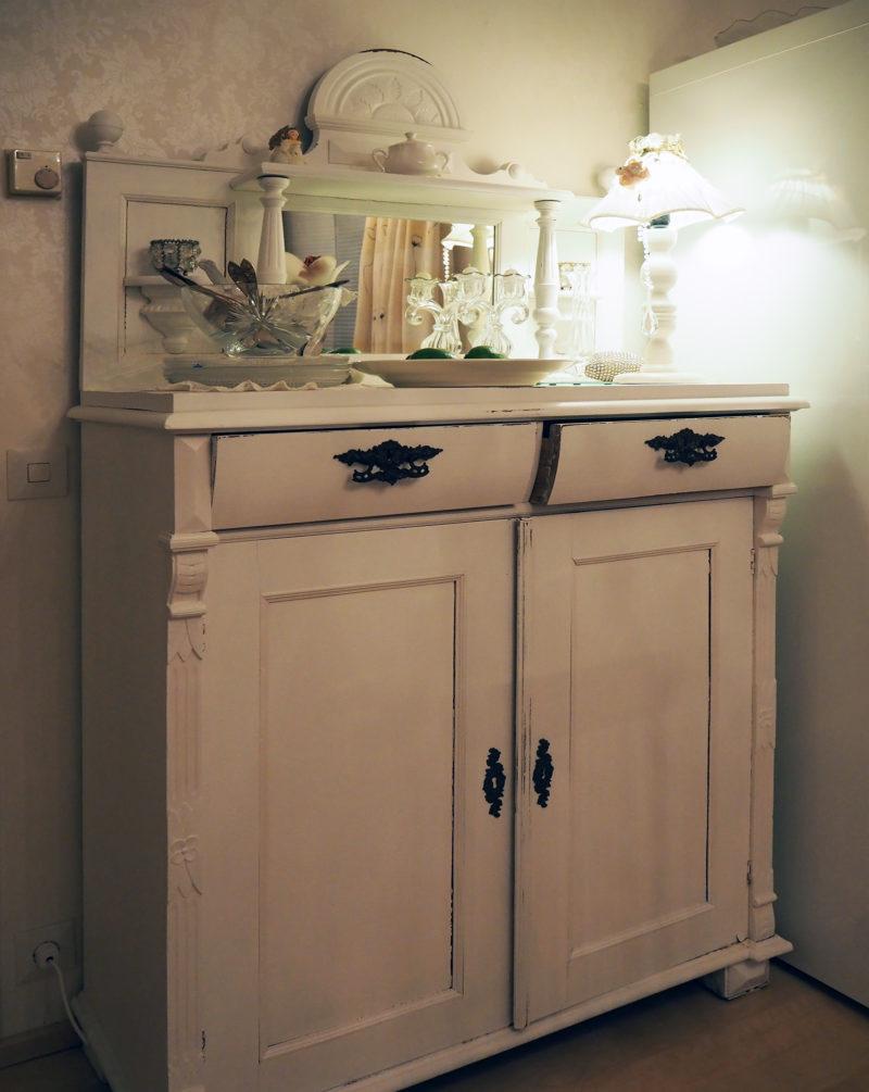 taiteilijan koti, vanha lipasto keittiössä