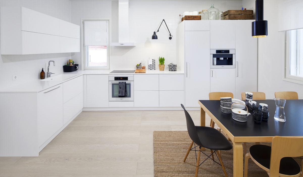 kalustusesimerkki keittiöruokailutila