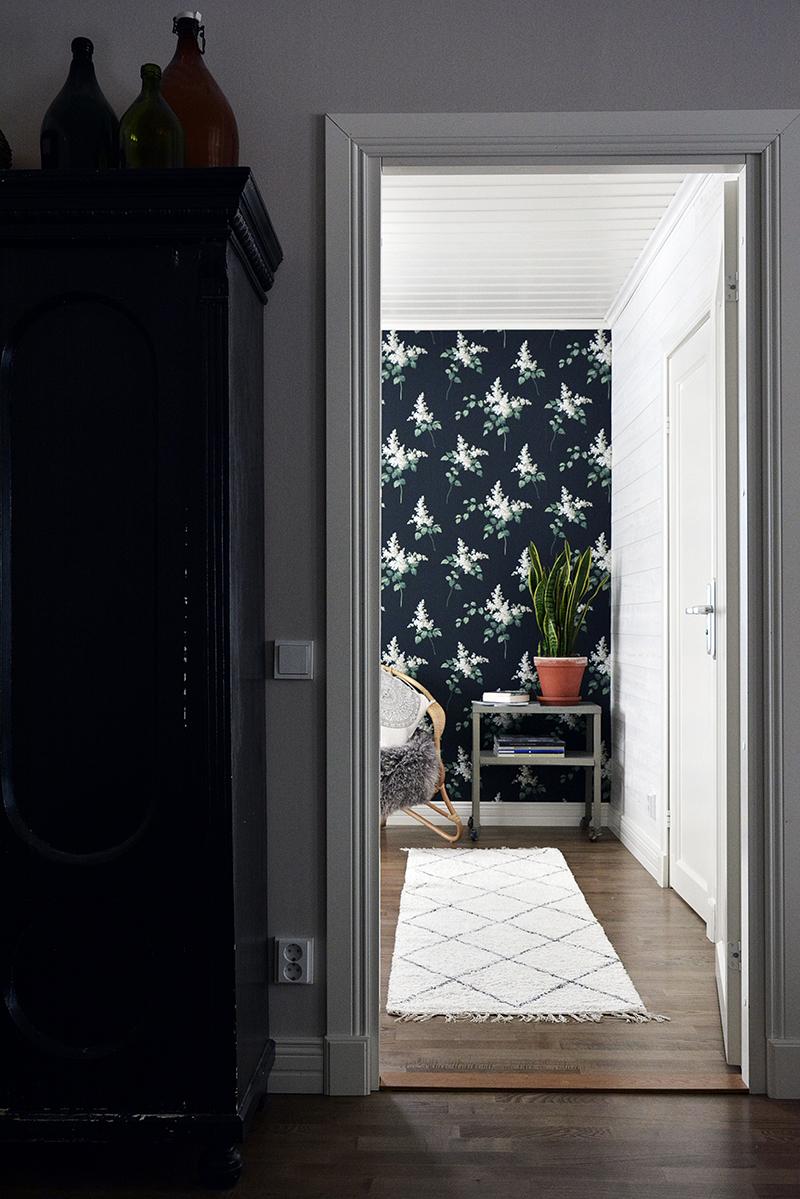 Makuuhuoneen muutos - BoråsTapeter Falsterbo II 4037 Lilacs tapetti