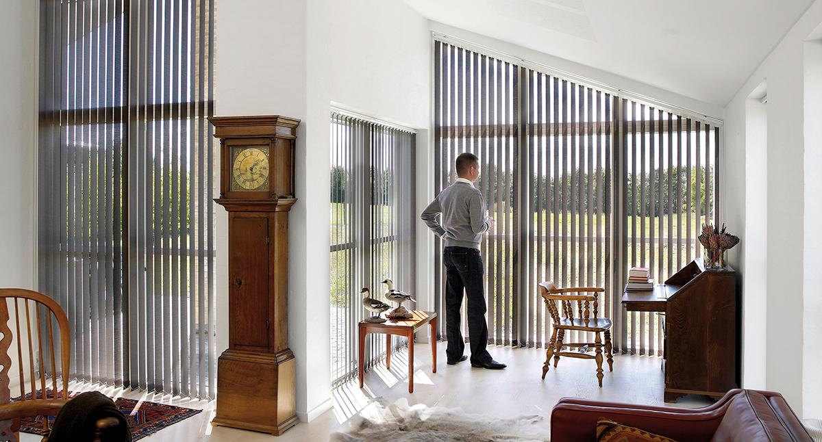 Lamellikaihtimet vinoreunaisessa ikkunassa – Luxaflex