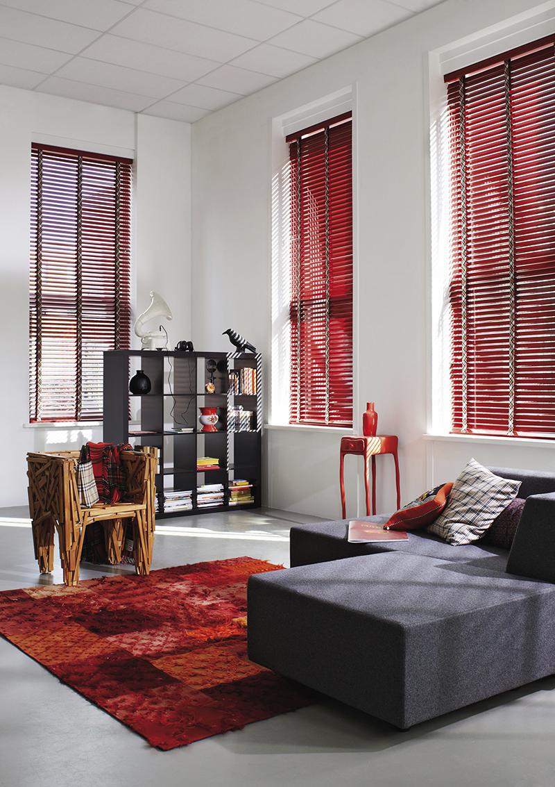 Punaiset puusälekaihtimet - Luxaflex