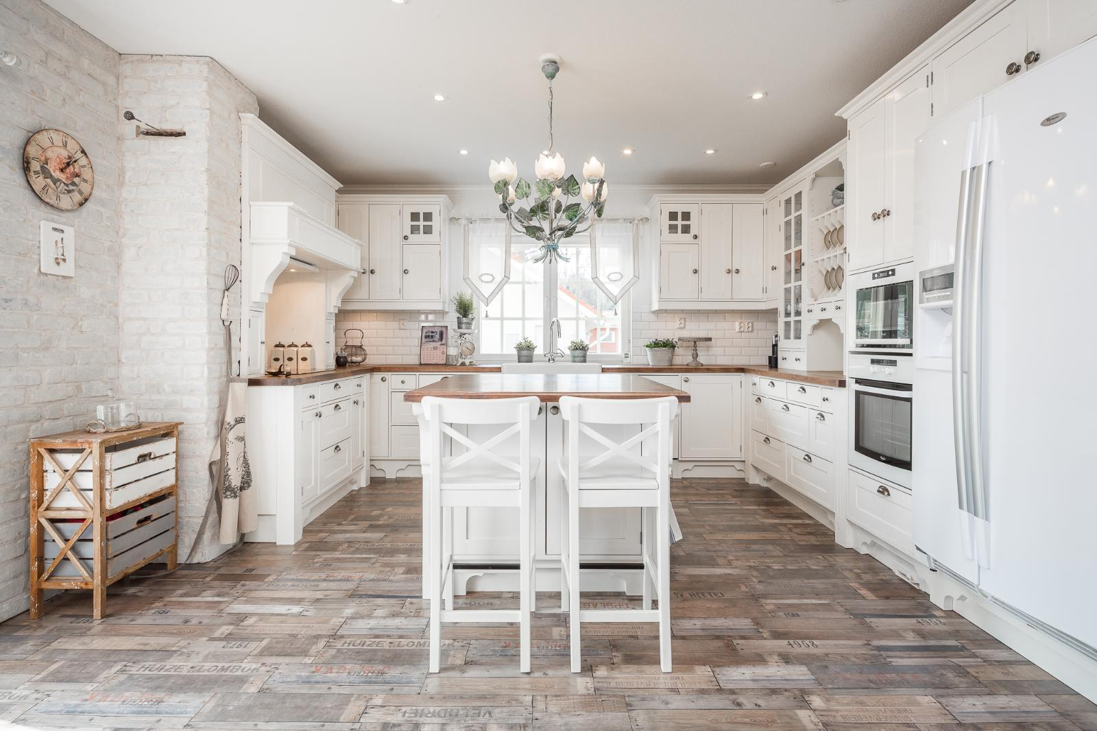 Tilava ja kodikas keittiö  Etuovi com Ideat & vinkit