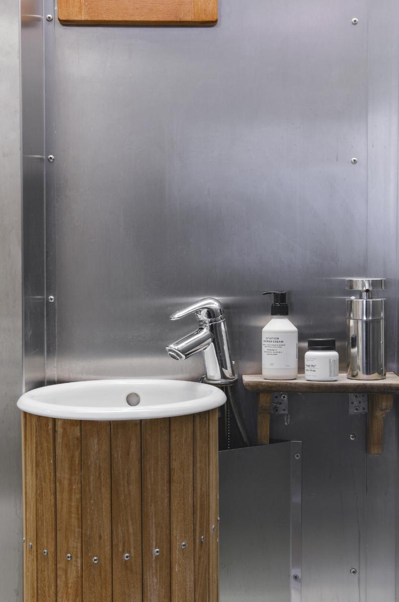 loft-asunnon kylpyhuone teollista tyyliä