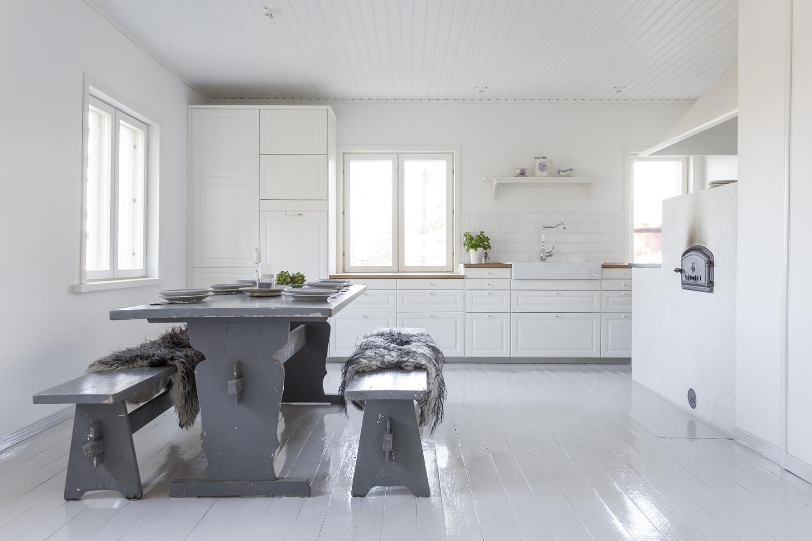 Maalaistalon reilunkokoinen keittiö  Etuovi com Ideat & vinkit