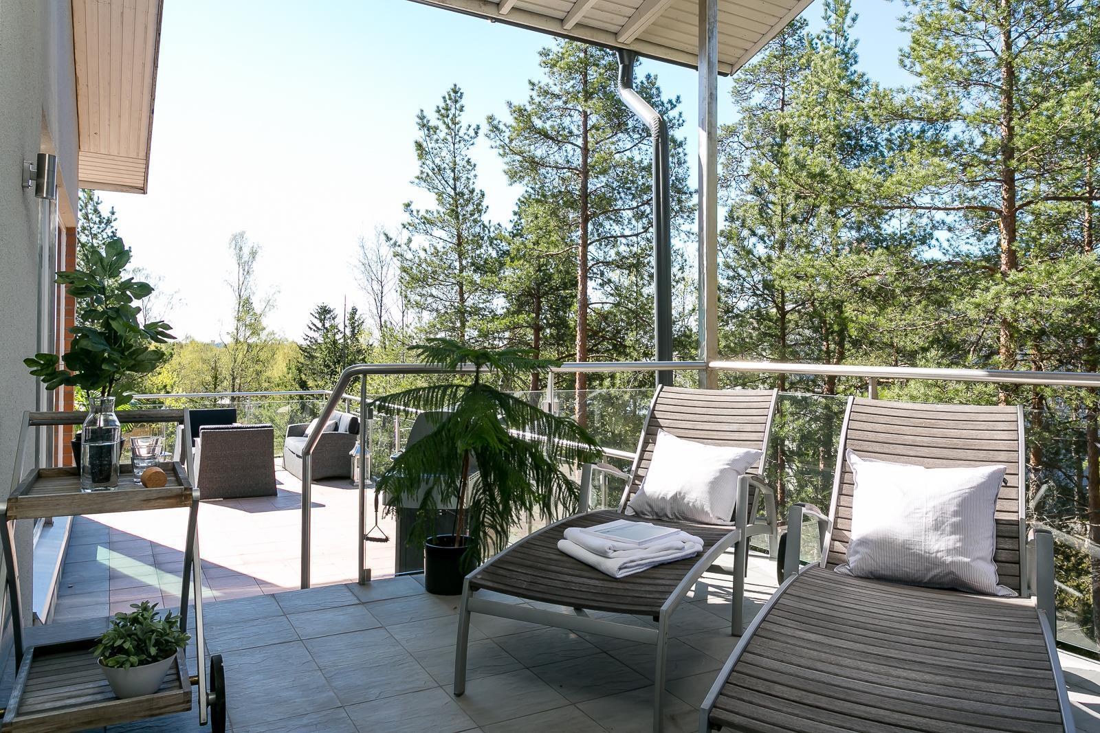 Mukava paikka rentoutumiseen terassilla  Etuovi com Ideat & vinkit