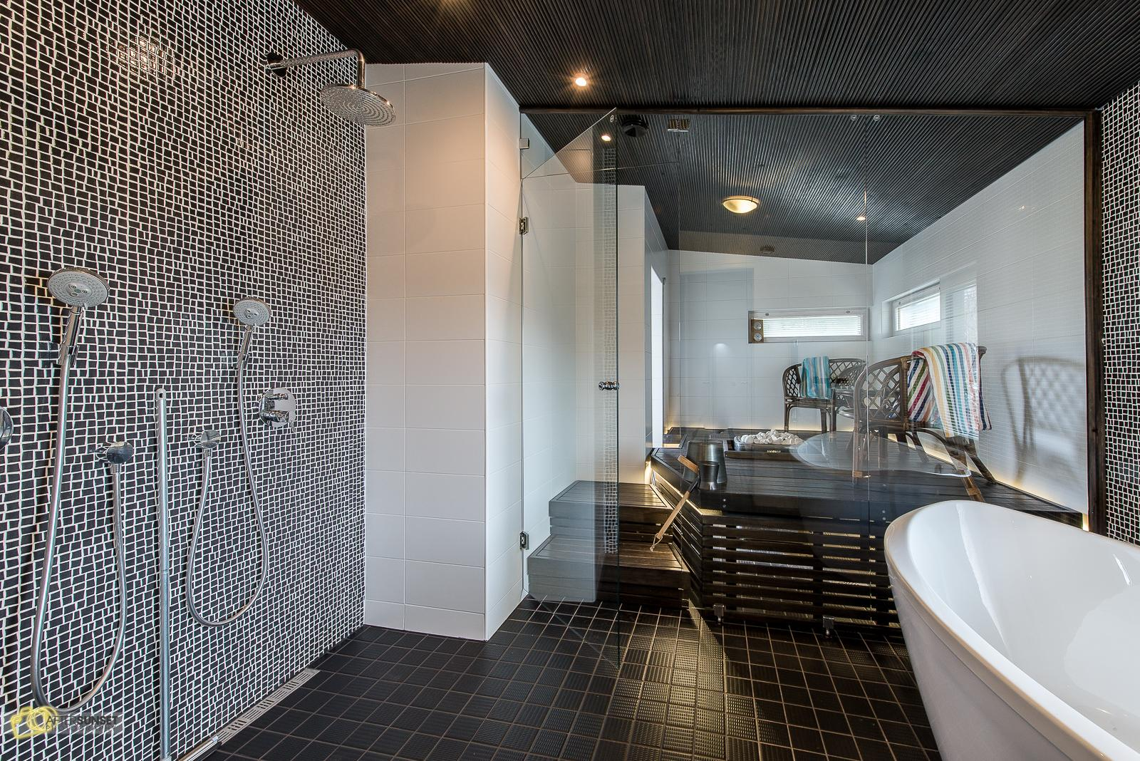 Tyylikäs kylpyhuone ja astetta erikoisempi sauna  Etuovi com Ideat & vinkit