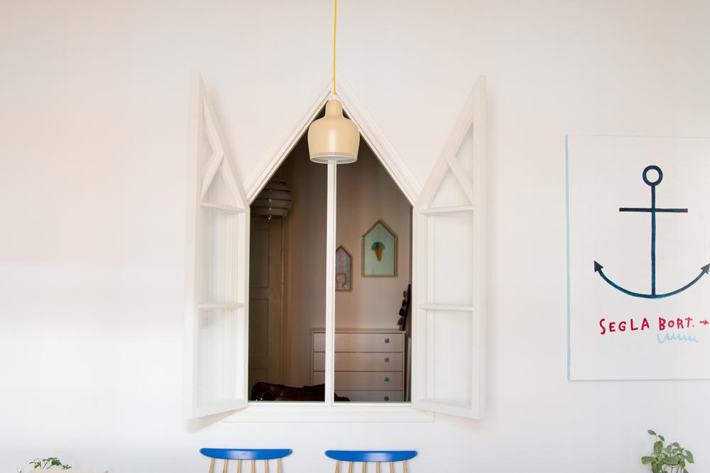 värikäs sisustus skandinaavinen vierashuone ikkuna