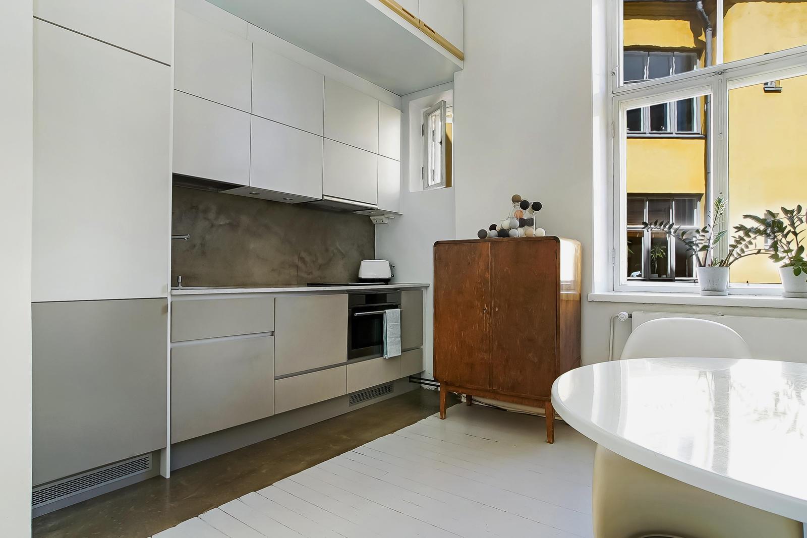Selkeä ja tyylikäs yksiön keittiö  Etuovi com Ideat & vinki
