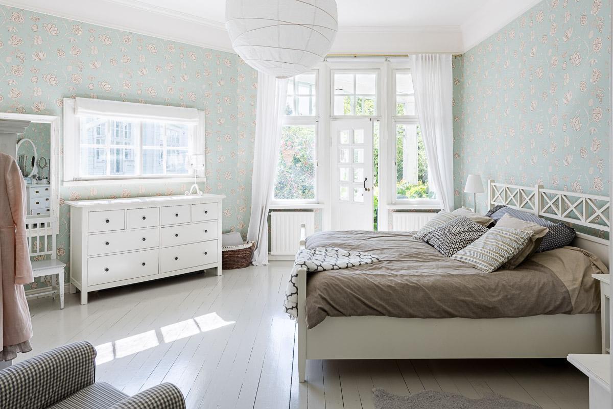 makuuhuoneen maalaisromanttinen sisustus