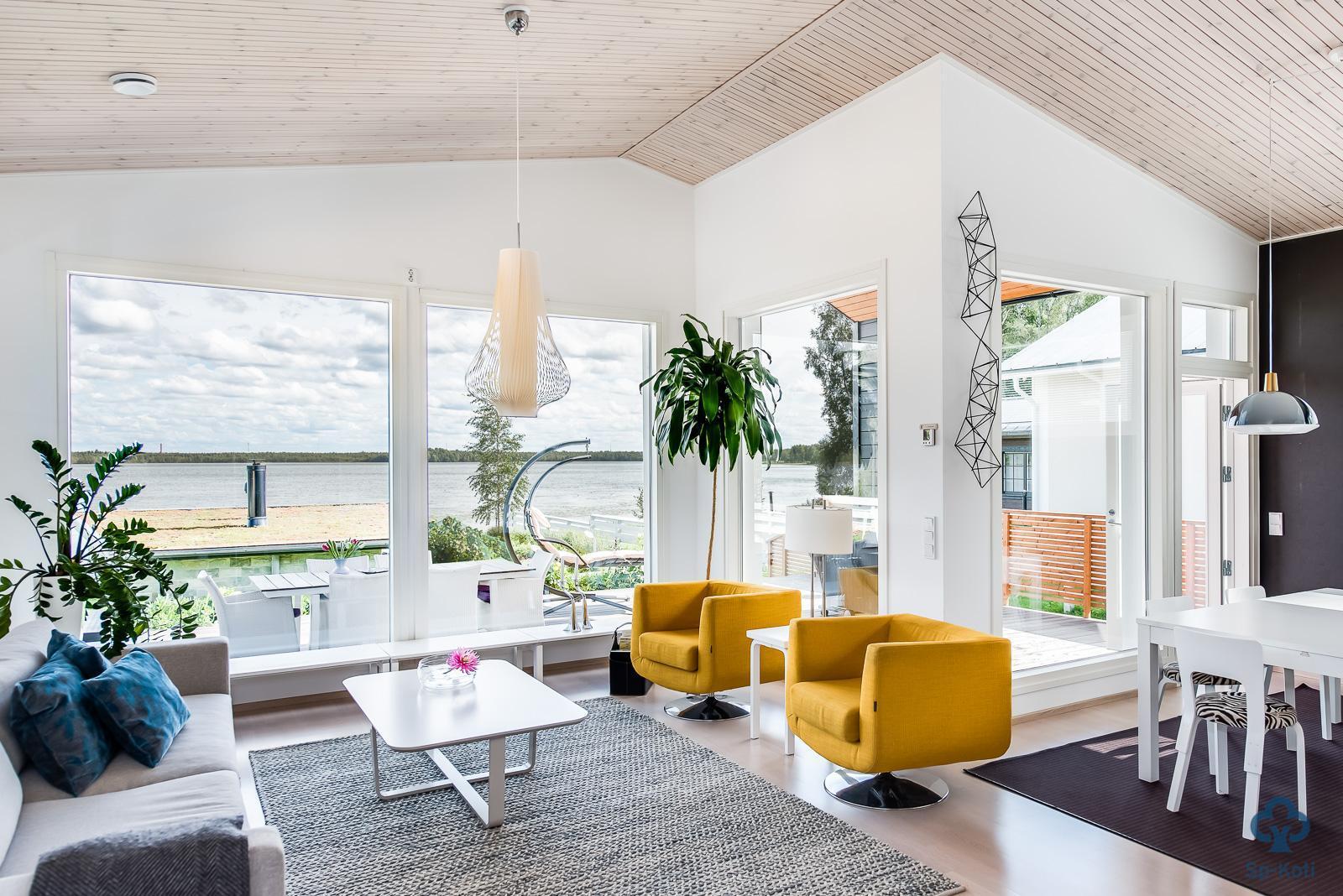 Keltaiset nojatuolit olohuoneen väripilkkuna  Etuovi com Ideat & vinkit
