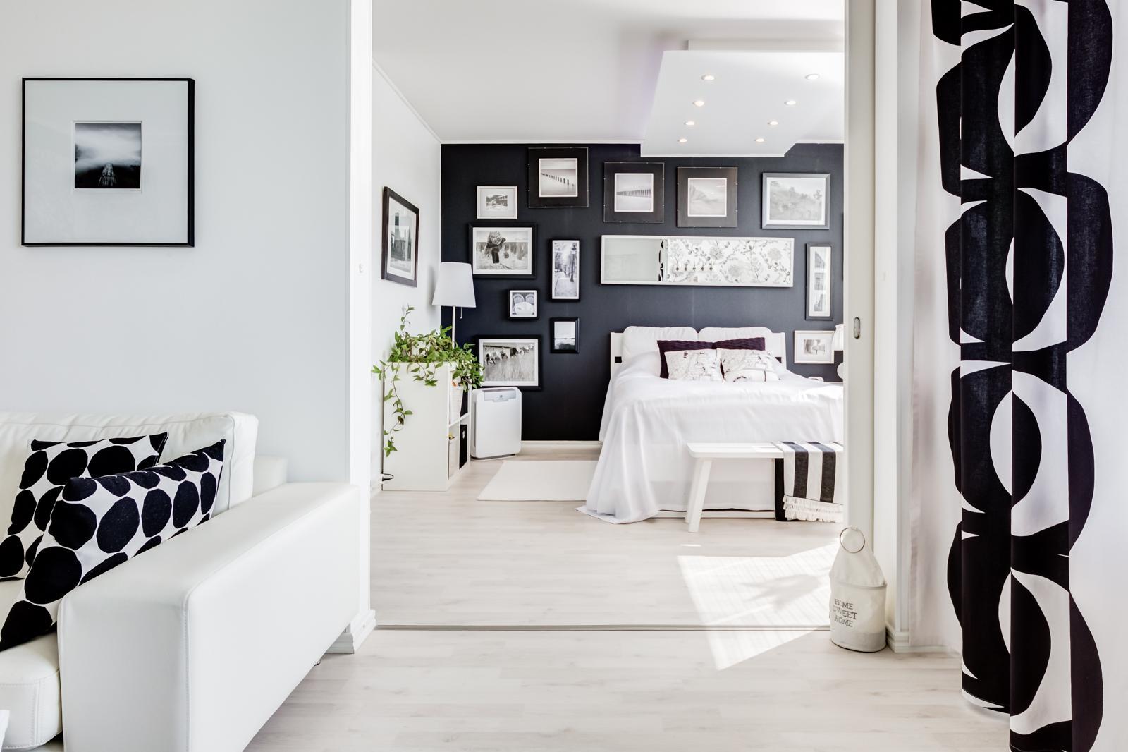 mustavalkoinen sisustus makuuhuoneessa