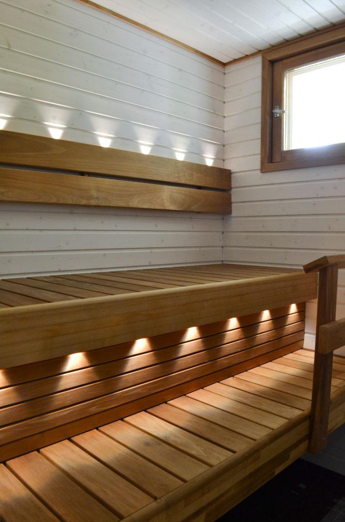 90-luvun omakotitalon sauna remontin jälkeen